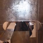Badkamer- Zuidlaren van Badexclusief Groningen dé Badkamerarchitect van Nederland, met badkamerontwerp en badkamerverbouwing van een luxe badkamer met luxe sanitair en kranen van Fantini en tegels van Tau corten black, en wit gerectificeerde tegels, en een zwart spiegel plafond.