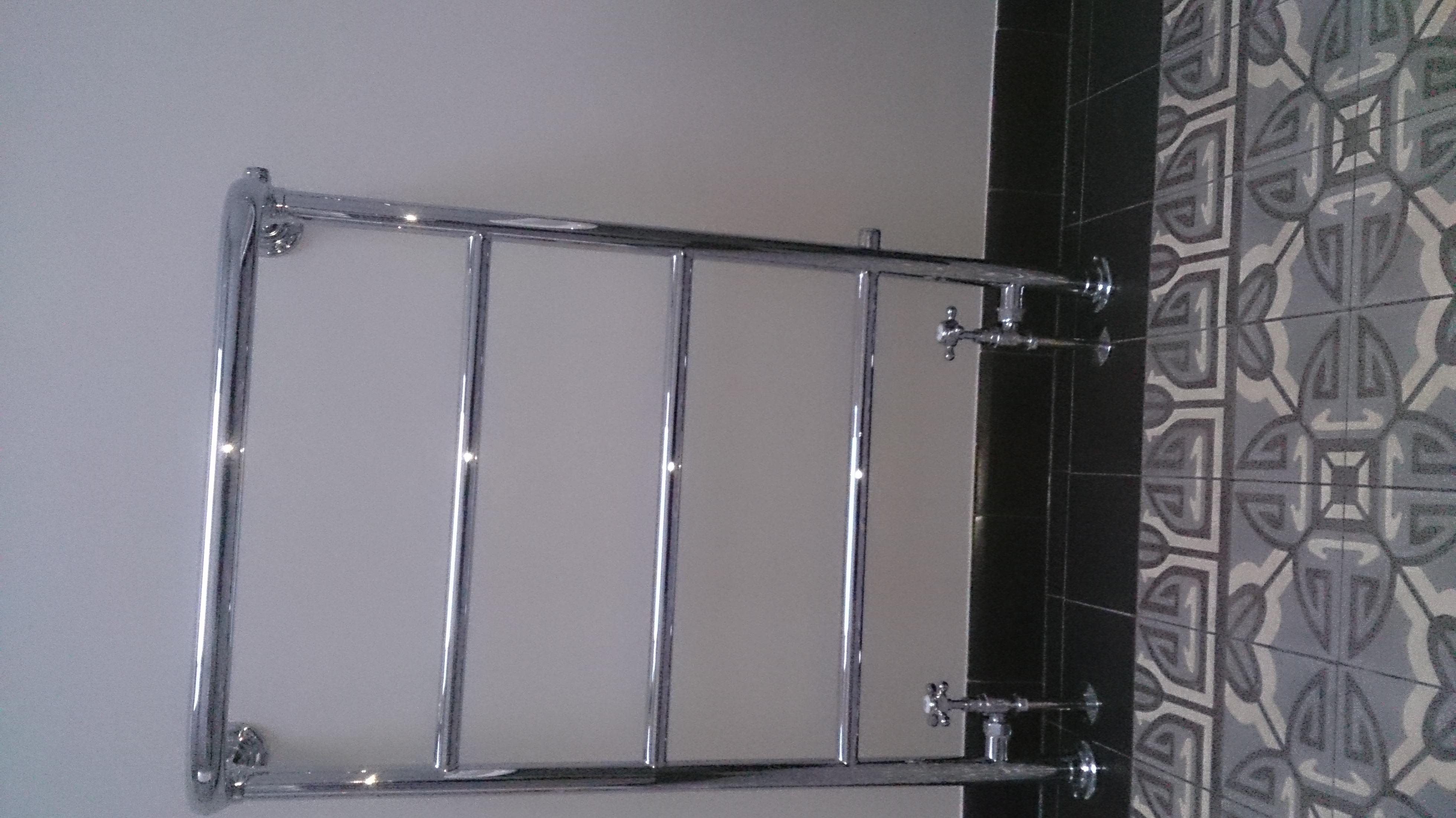 klassieke-badkamer-groningen-rvs kranen & badexclusief