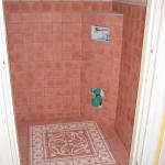 Castelo-wc , wand en vloertegels van Castelo cementtegels zijn geplaatst.