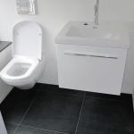 diversen: Badmeubel en hang wc in gastenbadkamer te Haren.