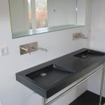 frame wastafel in rvs op maat en dubbele granieten wasbak met kraan in rvs geborsteld.diversen: