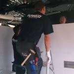 plamecoaenj.nl plaatst zwartspiegelplafond bij badexclusief in de showroom